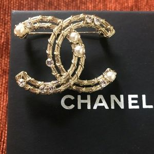 Auth Chanel Crystal and Pearl Brooch